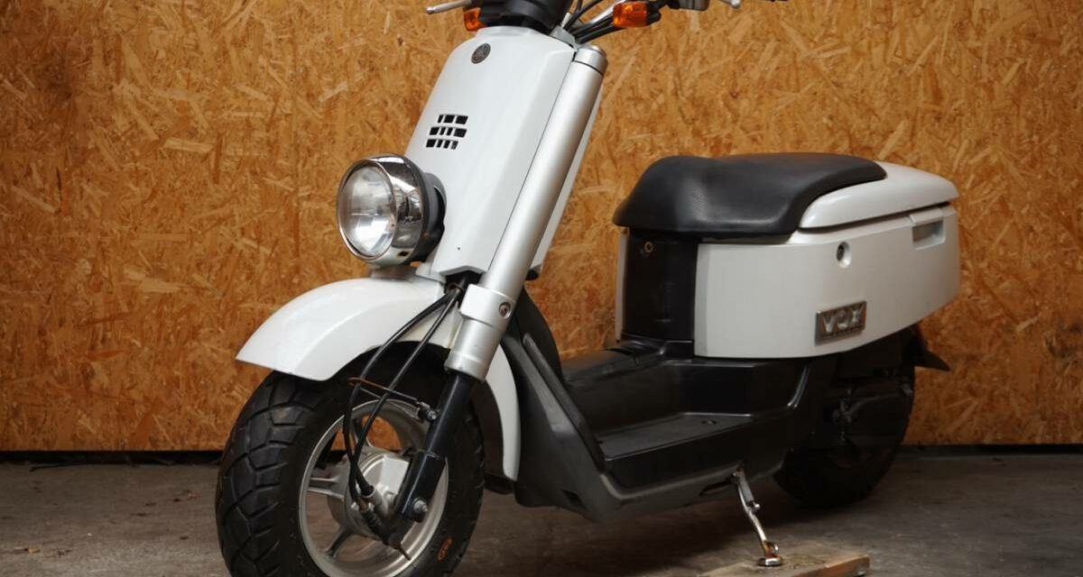 скутер YAMAHA VOX SA31J